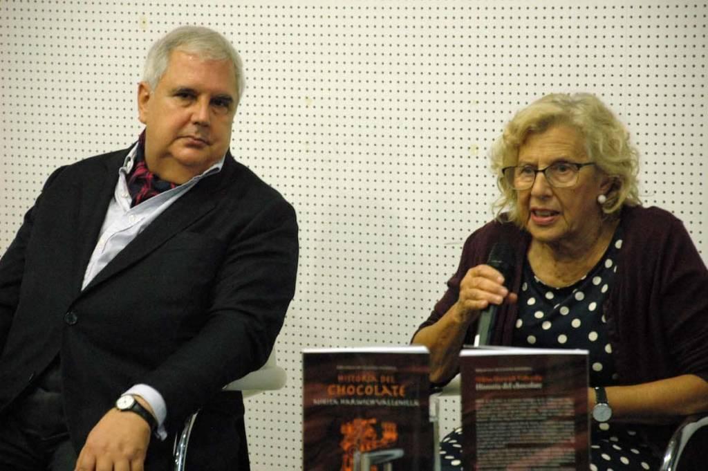 Nikita Harwich con Manuela Carmena