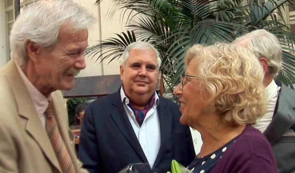 Henry Odell conversa con Manuela Carmena y Nikita Harwich