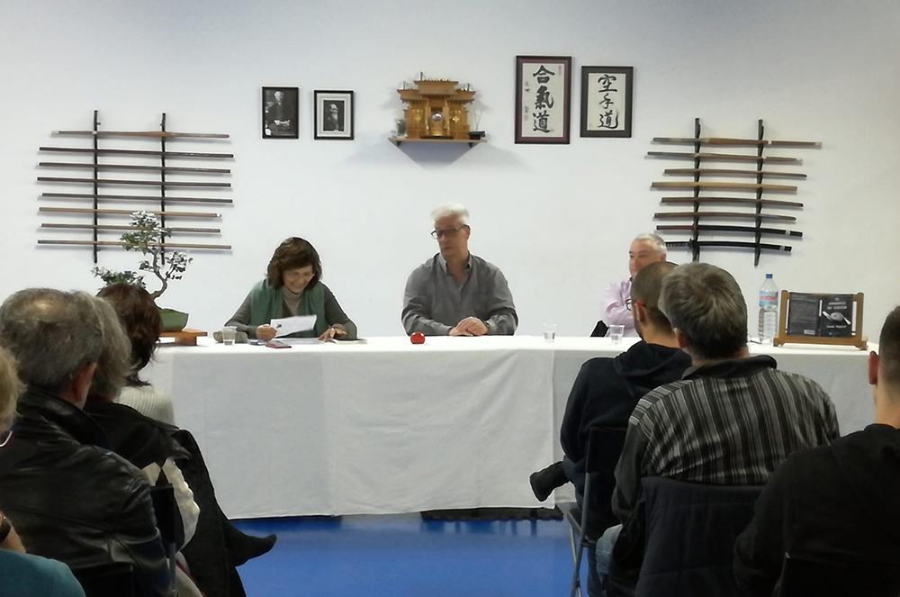 Jordi Amorós, autor de «El aprendiz de aikido», durante la presentación del libro en el Dojo Aitai de Premià de Mar